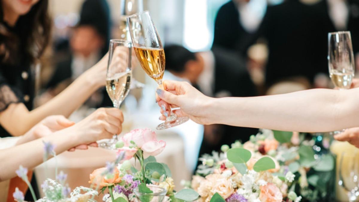 【例文あり】友人の結婚式で乾杯の挨拶を頼まれたら?マナーやポイントを徹底解説