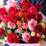 【結婚記念日の花の贈り方ガイド】おすすめの花11種類とその意味、選び方、渡し方まですべて解説!