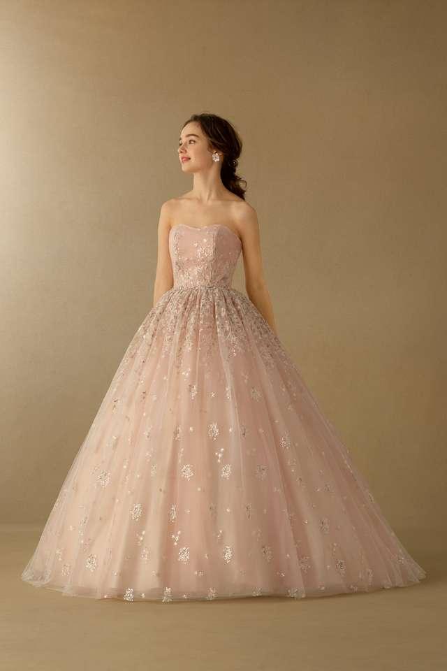 ピンク・デュランタドレス着用モデル